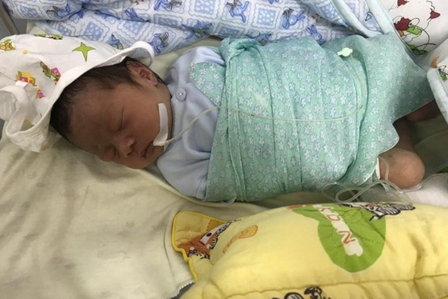 Bé sơ sinh đang được chăm sóc tại BV Thanh Nhàn