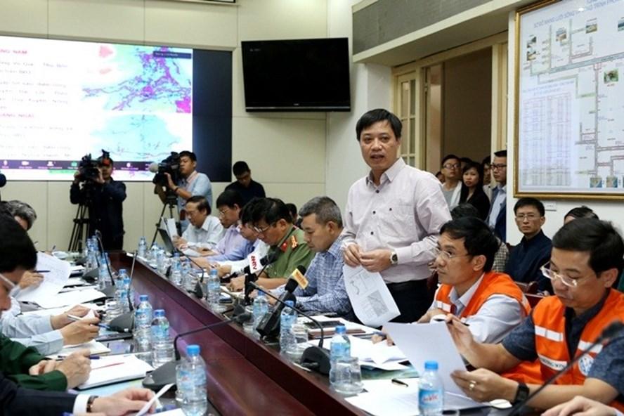 Giám đốc Trung tâm Dự báo Khí tượng thủy văn Trung ương thông tin, tình hình mưa lũ vẫn hết sức bất lợi trong vài ngày tới. Ảnh: Minh Long