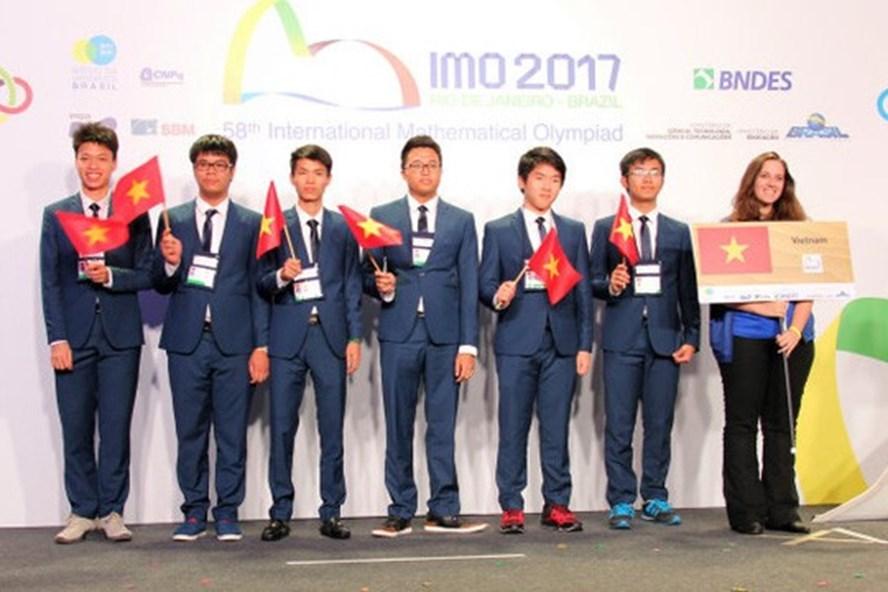6 thí sinh đội tuyển quốc gia Việt Nam đều giành huy chương tại kỳ thi Olympic Toán học quốc tế 2017. Ảnh: Bộ GDĐT.