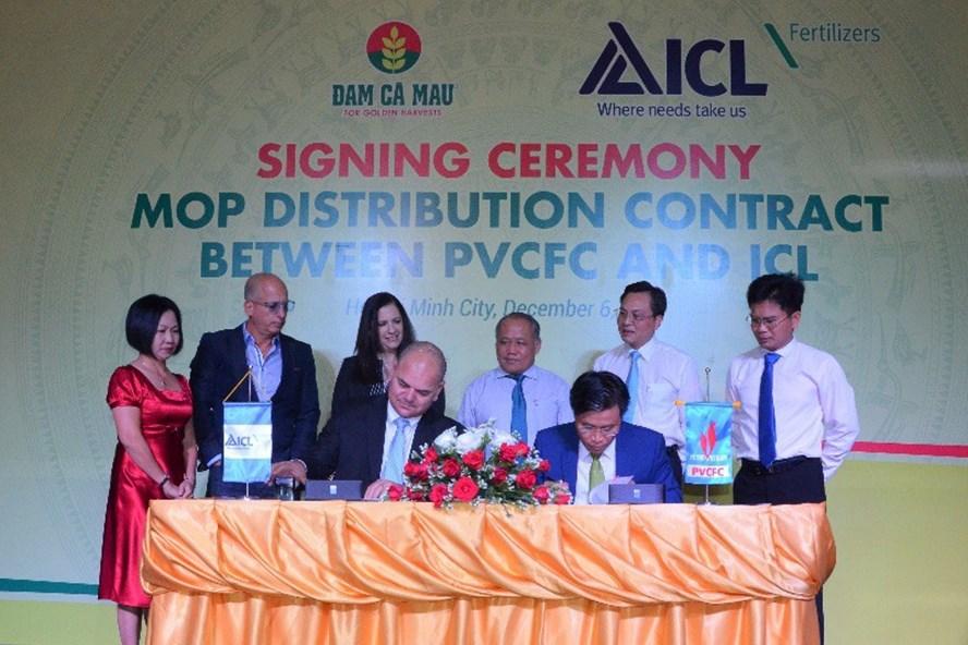 Đạm Cà Mau ký kết Hợp đồng phân phối sản phẩm Kali Israel tại Việt Nam với Tập đoàn ICL. Ảnh: P.V