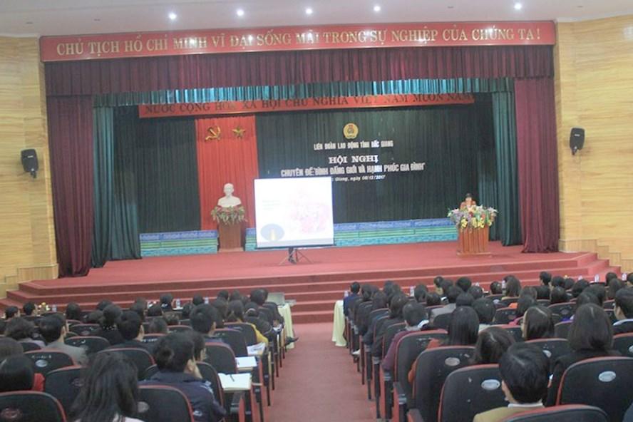 Toàn cảnh hội nghị về bình đẳng giới và phòng chống bạo lực trên cơ sở giới do LĐLĐ tỉnh Bắc Giang tổ chức.