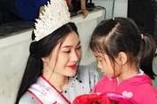 Hoa hậu Bình Minh trích tiền thưởng  giúp trẻ em nghèo