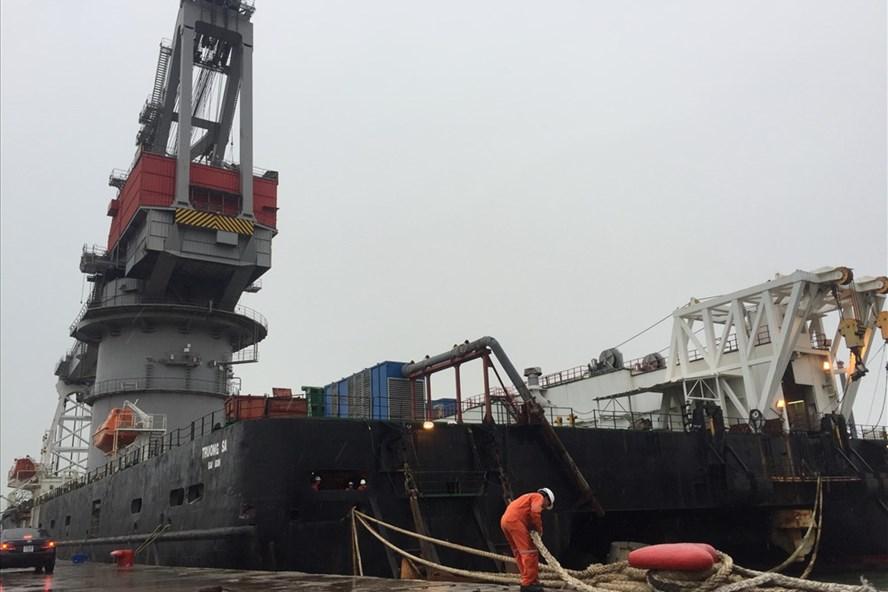 Các cảng biển đã hạ và khóa chân cẩu về vị trí an toàn