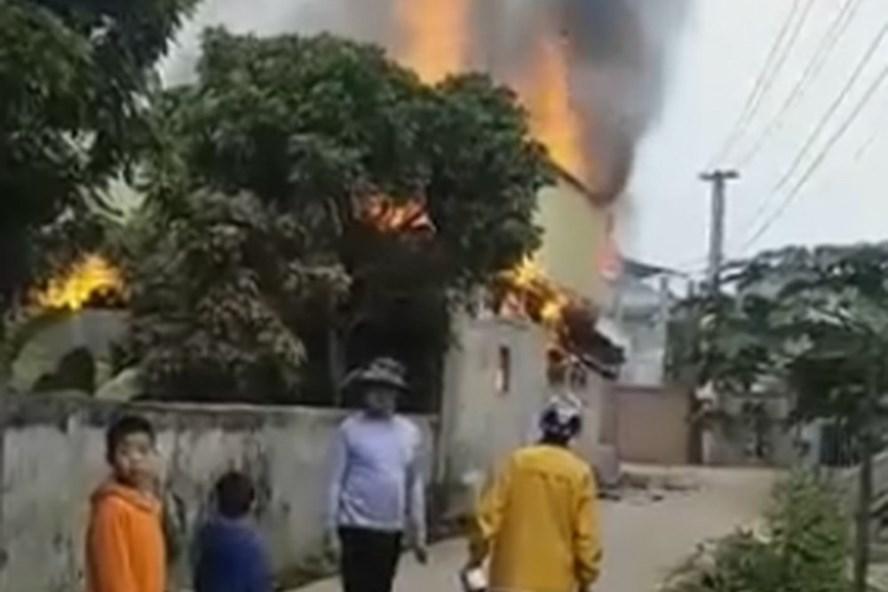 Hiện trường nơi xảy ra vụ cháy nhà khiến 3 người thương vong. Ảnh: YB.