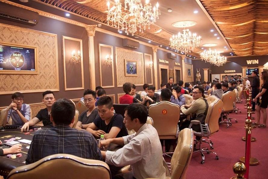 Quang cảnh nhộn nhịp phía trong 1 CLB Poker tại Hà Nội.