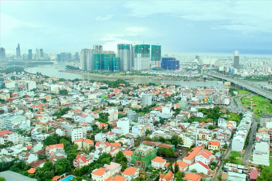 Việc các dự án phát triển ồ ạt sẽ khiến quá tải về hạ tầng, về lâu dài sẽ ảnh hưởng đến chất lượng sống xung quanh khu vực sông Sài Gòn. Ảnh: N.TIẾN