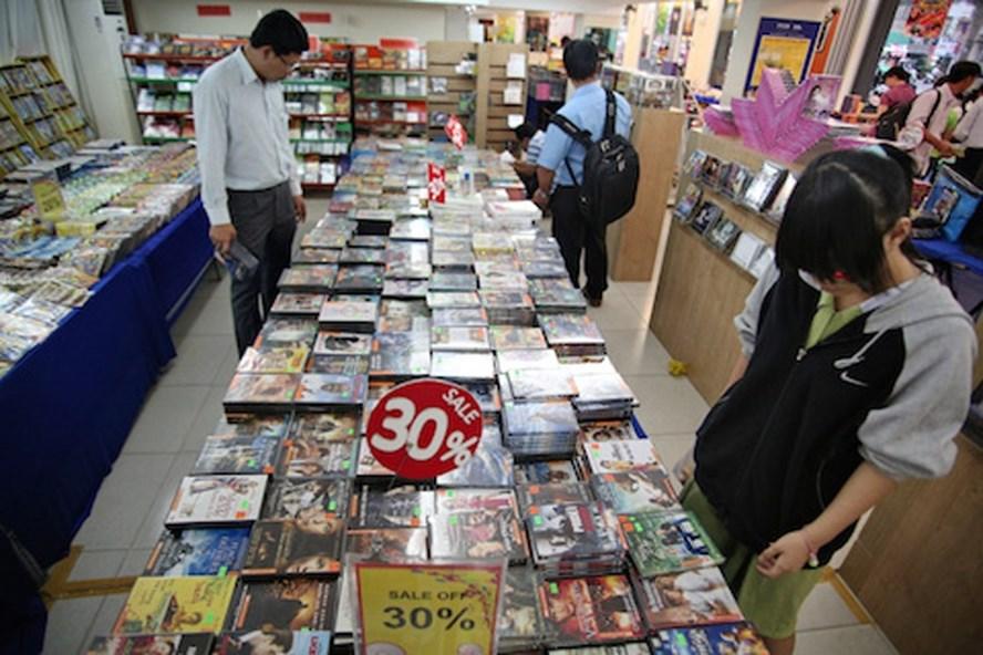 Hội chợ là dịp khán giả tìm lại các bộ phim yêu thích của mình. Ảnh: T.L