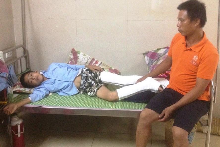 Em Trần Đức Q. hiện đang nằm điều trị tại Bệnh viện Đa khoa tỉnh Ninh Bình. Ảnh: Nguyễn Trường