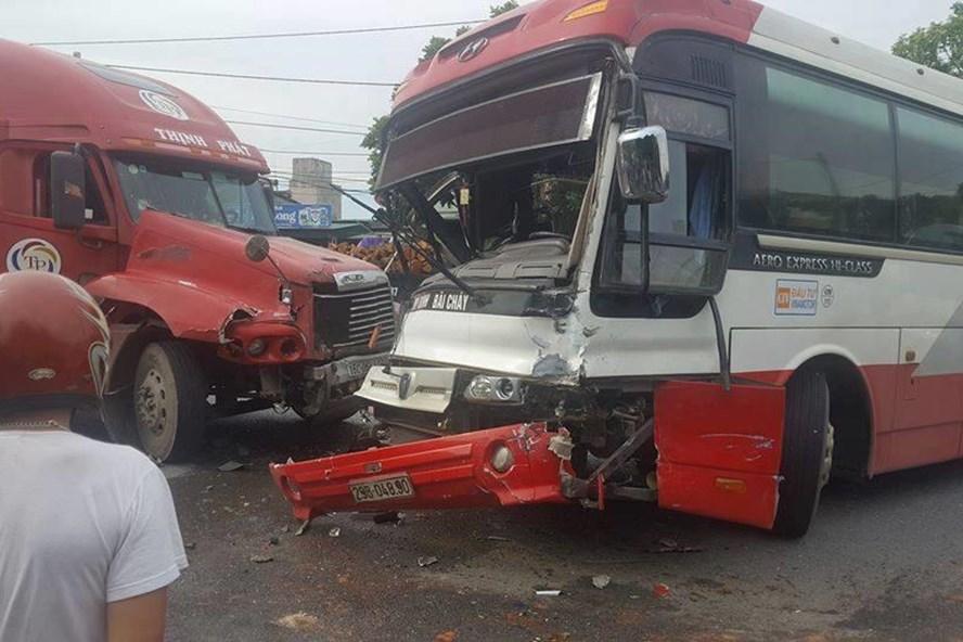 Hiện trường vụ tai nạn nghiêm trọng ở Quảng Ninh. Ảnh: CTV