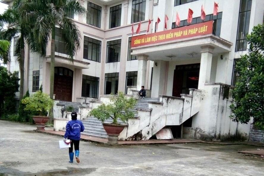 Chị Trịnh Thị Ngân đến TAND TP.Bắc Ninh để tiến hành hòa giải lần cuối vào ngày 5.9. Ảnh: N.L.Đ
