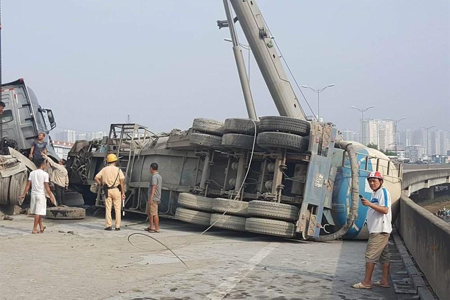 Hiện trường vụ tai nạn trên đường vành đai cao.