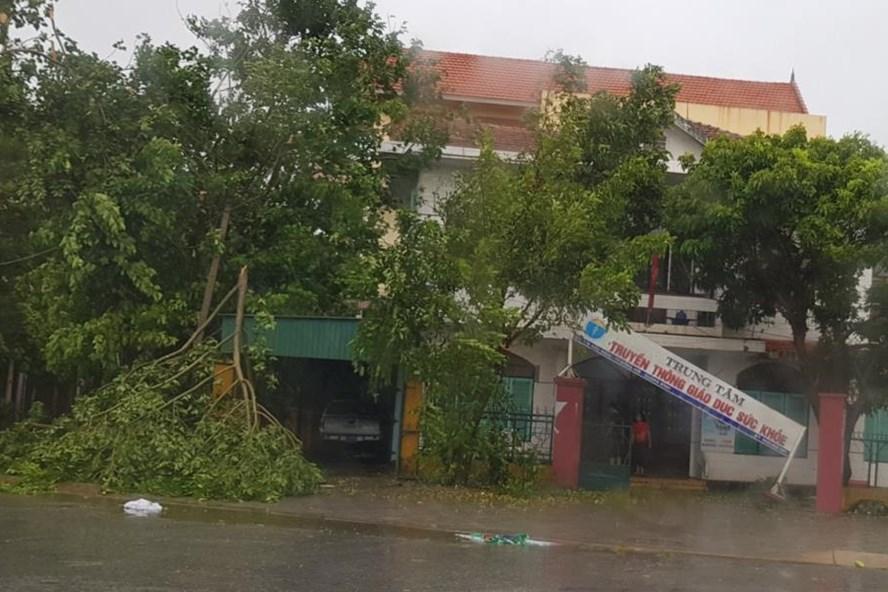 """Một góc Quảng Bình tan hoang sau """"siêu bão"""". Ảnh: Lê Phi Long"""