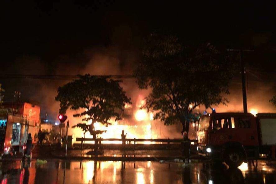 Vụ cháy siêu thị Thành Đô trong đêm (16.9).