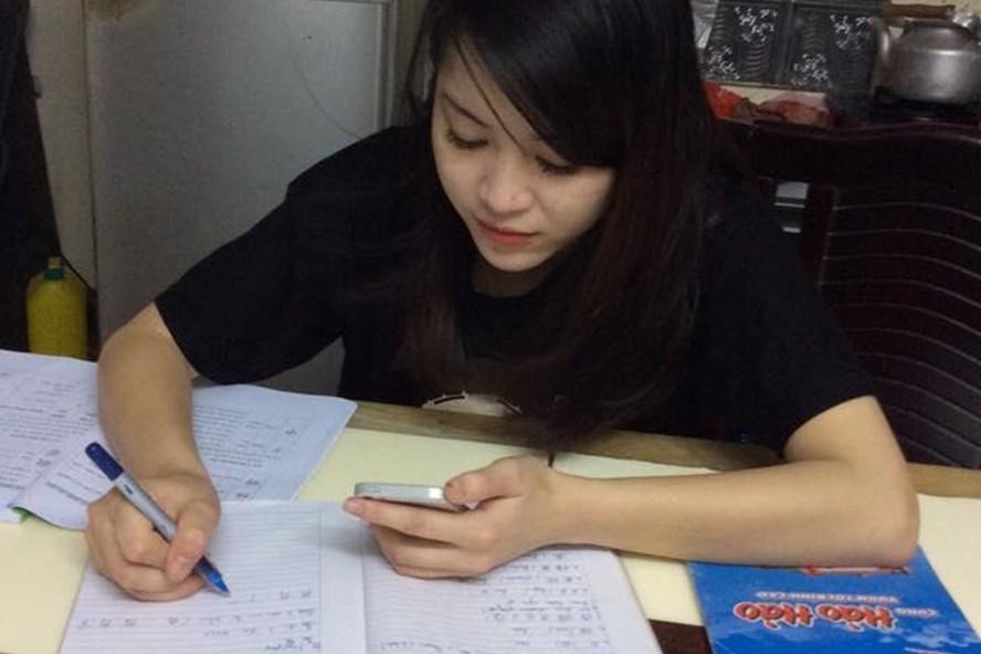 Áp lực công việc, lương thấp, cô giáo Hoàng Kim Anh quyết định viết đơn nghỉ việc. Ảnh: NV