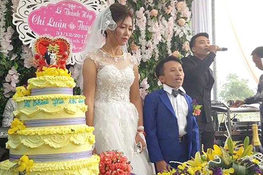 Hình ảnh về đám cưới được đăng tải gây xôn xao.