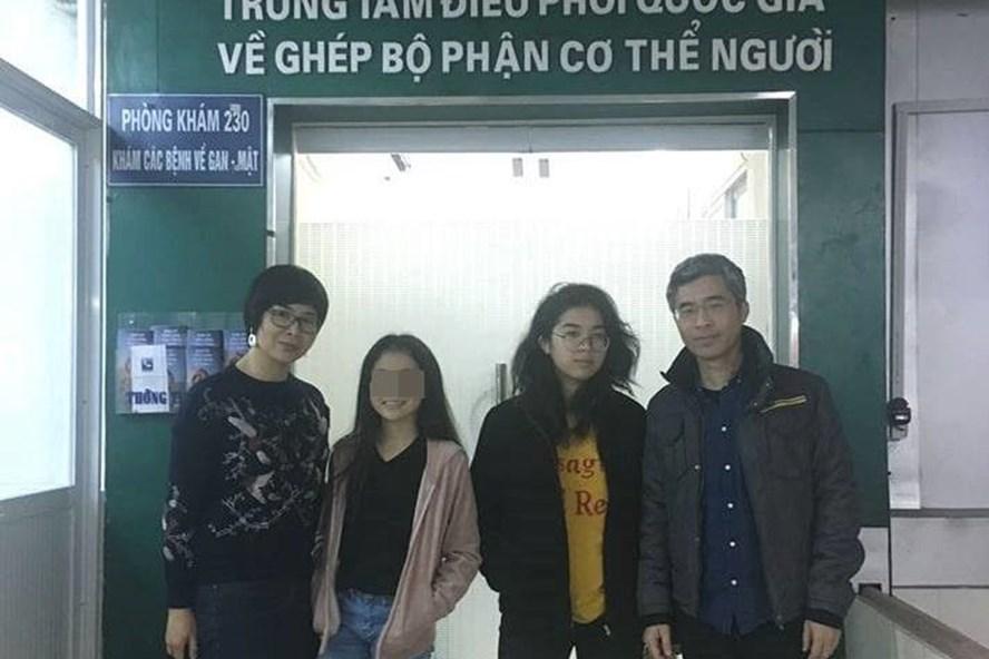 Cả gia đình anh Giang đi đăng kí hiến tạng.