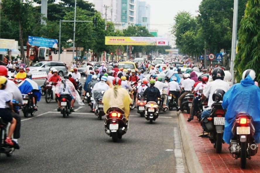 Ùn tắc giao thông tại nút Lê Duẩn - Trần Phú (Đã Nẵng). Ảnh: Báo Đà Nẵng điện tử.