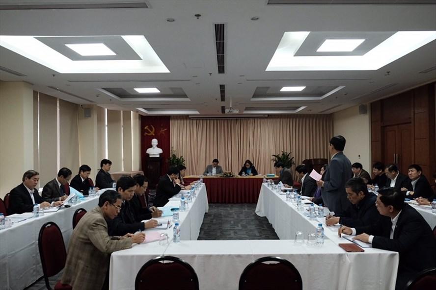 Các đại biểu tiến hành thảo luận tại tổ. Ảnh: Sơn Tùng