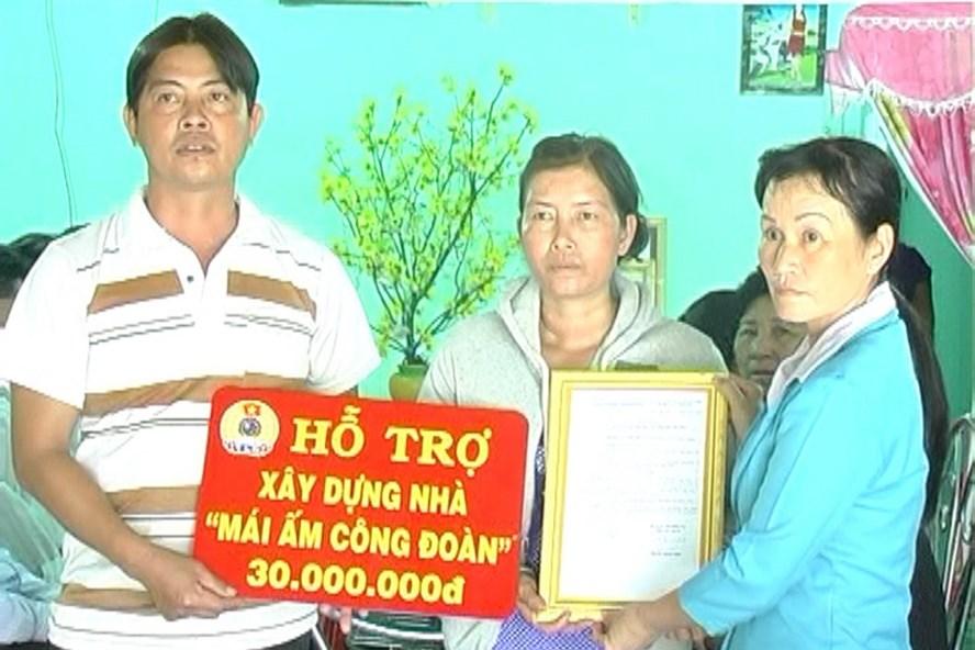 Trao nhà MACD cho công nhân nghèo tại xã Hưng Thạnh.