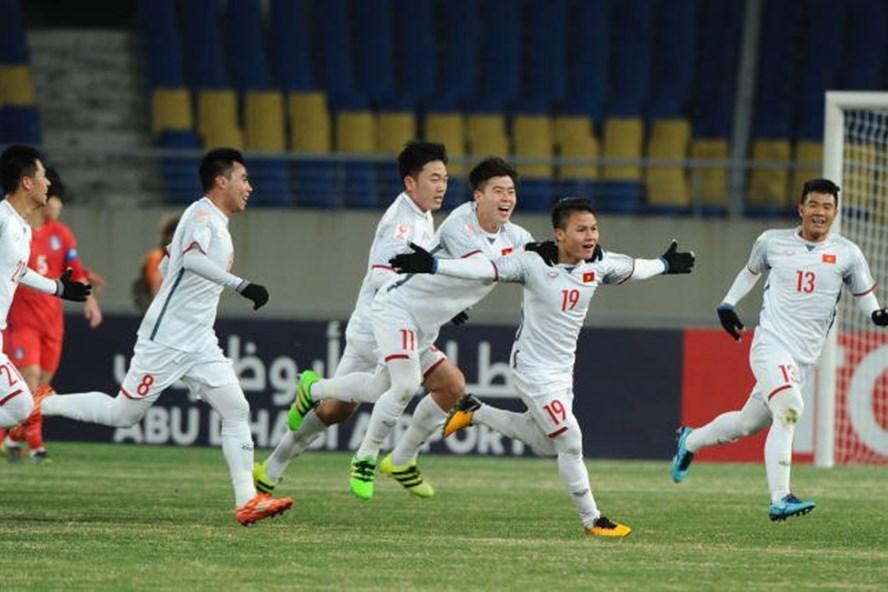 U23 Việt Nam (áo trắng) sẽ phải trải qua một trận đấu khó khăn khác trước U23 Australia. Ảnh: AFC.