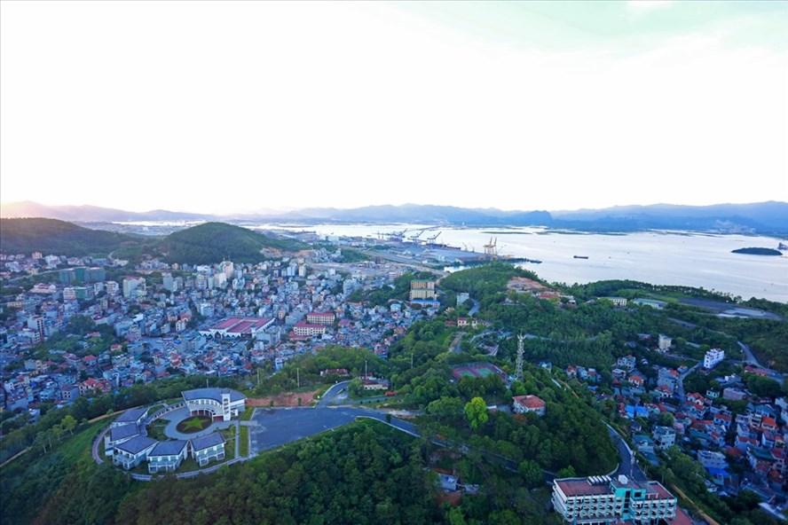 Quảng Ninh trong những năm gần đây nguồn ngân sách tập trung đầu tư cho hạ tầng xã hội để phát triển. Ảnh: T.N.D