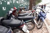 """Tăng giá trông giữ ôtô, xe máy từ 1.1.2018:  Người dân thủ đô """"méo mặt"""""""