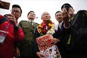 Những khoảnh khắc của HLV Park Hang-seo và U23 Việt Nam tại sân bay Nội Bài