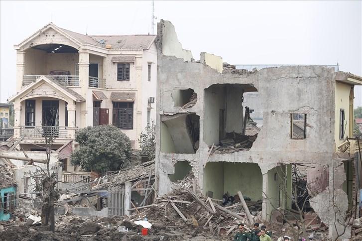 Nhà cửa tan hoang sau vụ nổ