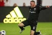 Rooney lập siêu phẩm đá phạt từ khoảng cách 32m như thời đỉnh cao ở MU