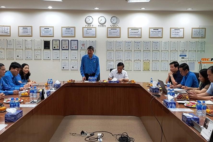 Đồng chí Trần Thanh Hải - Phó Chủ tịch Thường trực Tổng LĐLĐ Việt Nam làm việc với CĐCS  Cty TNHH MCNEX Vina. Ảnh: NT