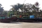Tàu bán hàng rong trên vịnh Hạ Long bị tạm giữ: Không chủ nào đến làm thủ tục nhận về