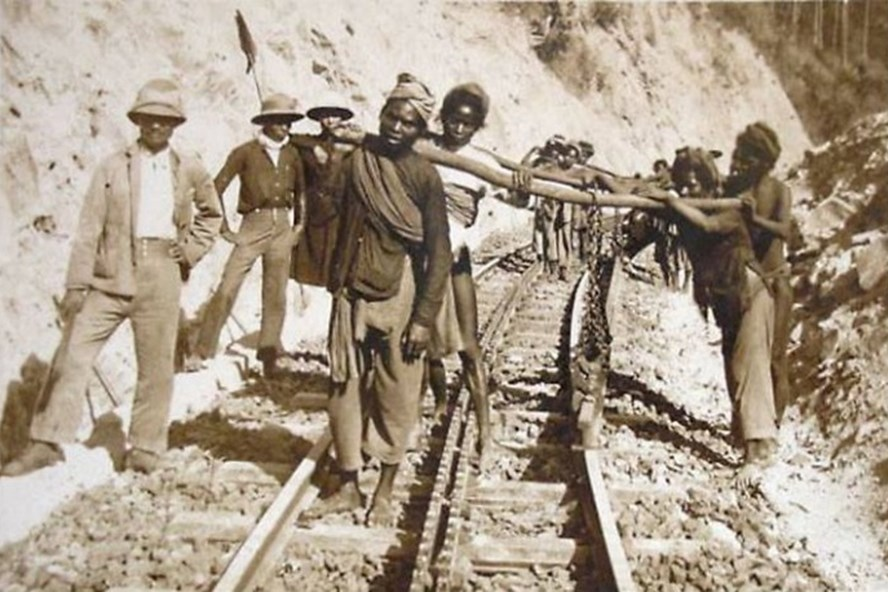 Cứ 10 phu đường xây dựng tuyến đường sắt Đà Lạt - Tháp Chàm thì có 5 người chết. Ảnh: T.L