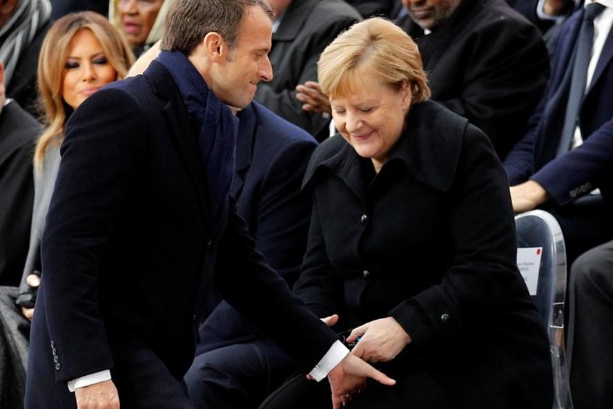Thủ tướng Angela Merkel bị tưởng nhầm là phu nhân Tổng thống Pháp. Ảnh: Reuters