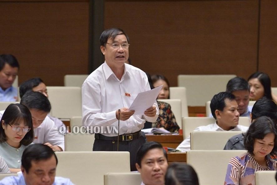 ĐB Trần Quang Chiểu phát biểu trong sáng nay 16.11. Ảnh quochoi.vn