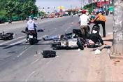 Xe điên tông liên hoàn trên phố khiến 3 người bị thương nặng rồi bỏ chạy