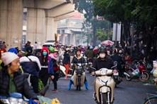 Hà Nội: Chợ cóc chặn họng giao thông suốt 10 năm, rác ngập ngụa bủa vây