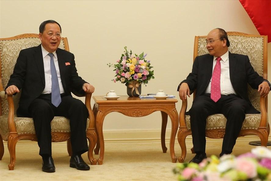 Thủ tướng Nguyễn Xuân Phúc tiếp Bộ trưởng Ngoại giao Triều Tiên Ri Yong-ho. Ảnh: Sơn Tùng.