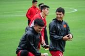 Đức Chinh rạng rỡ cùng ĐT Việt Nam tập luyện trước chung kết AFF Cup