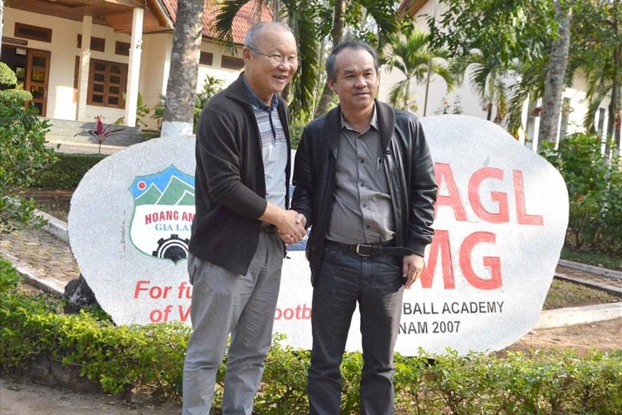 Bầu Đức chính là người đưa HLV Park Hang-seo (bìa trái) về dẫn dắt đội tuyển Việt Nam. Ảnh Minh Vỹ - Đình Văn