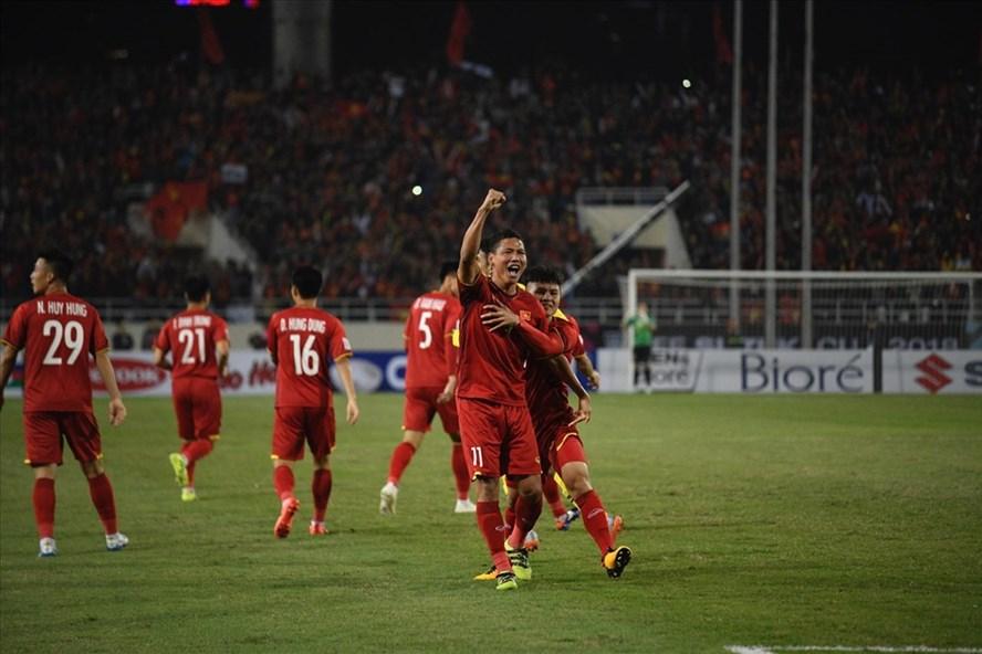 Niềm vui của cầu thủ Việt Nam sau tình huống Anh Đức mở tỉ số đầu trận.