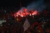 Pháo sáng xuất hiện trên sân Mỹ Đình, Việt Nam có nguy cơ dính án phạt