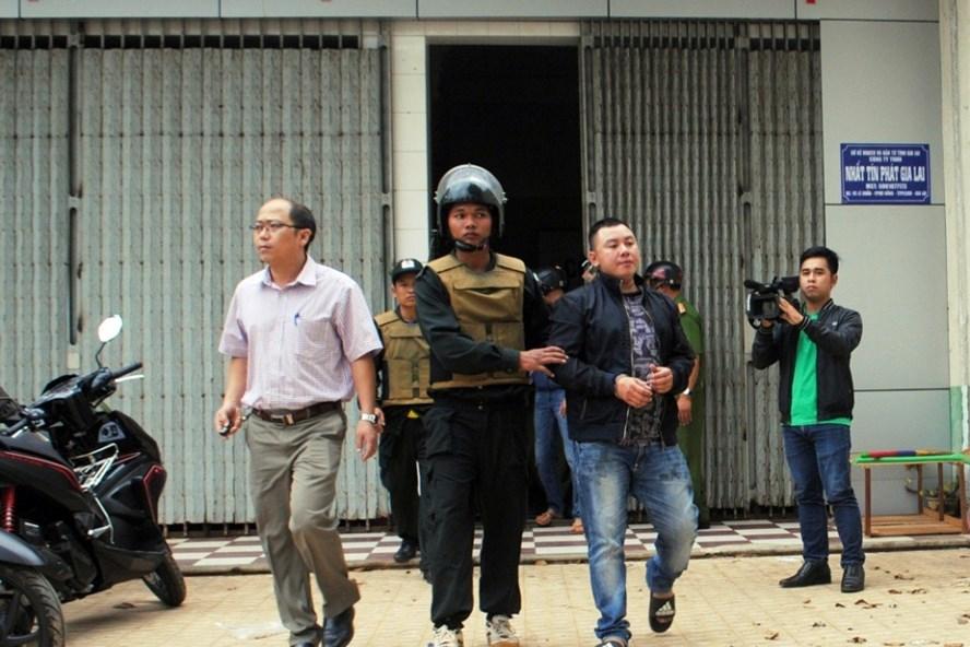 PC03 Gia Lai bắt giữ các đối tượng của Cty Nhất Tín Phát tham gia đường dây cho vay lãi nặng. Ảnh PC03
