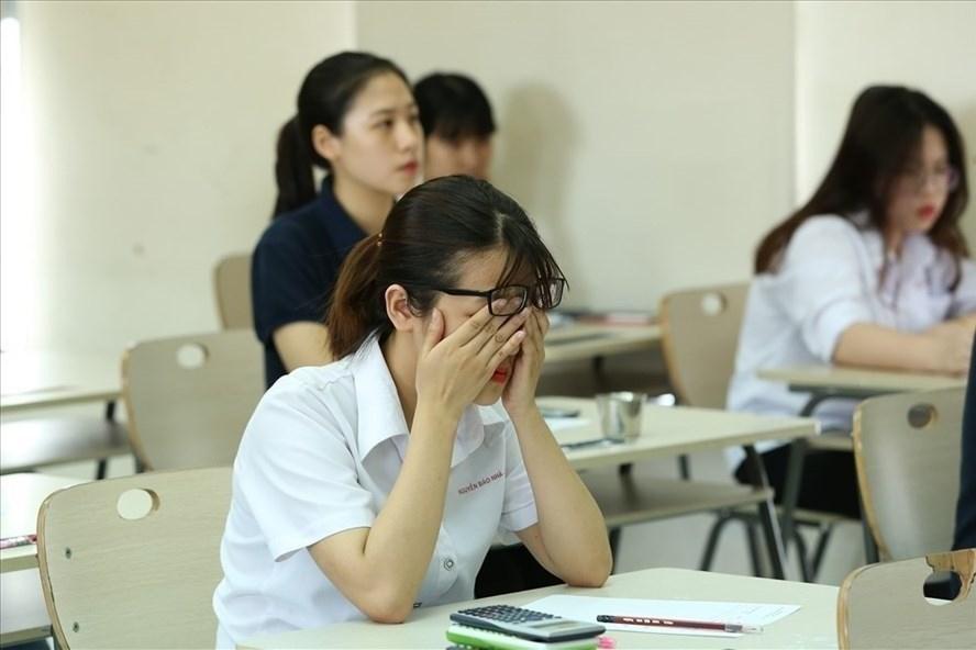 Việc học hành, thi cử khiến học sinh mệt mỏi, căng thẳng. Ảnh: Hải Nguyễn.