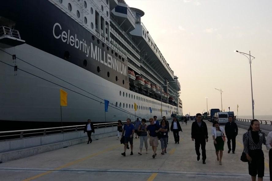 Cảng tàu khách quốc tế Hạ Long đón chuyến tàu đầu tiên. Ảnh: Nguyễn Hùng