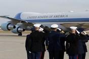 Chuyên cơ chở linh cữu của Bush 'cha' trở về quê nhà