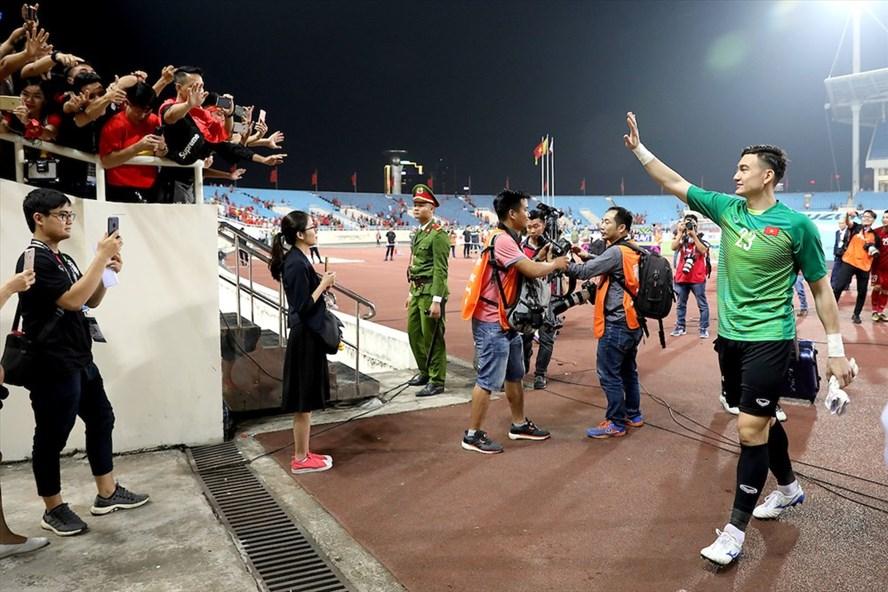 Thủ môn Đặng Văn Lâm khẳng định ĐT Việt Nam sẽ gác lại niềm vui này để chuẩn bị cho trận chung kết sắp tới. Ảnh: AFF