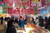 Thị trường ngày 29 Tết:  Hàng hoá ê hề, đặc sản khó tìm