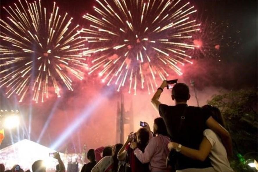 Năm nay, Hà Nội bắn pháo hoa tại nhiều điểm trong thời khắc đón năm mới Mậu Tuất. Ảnh: Infonet
