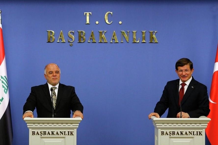 Thủ tướng Iraq và Thủ tướng Thổ Nhĩ Kỳ trong cuộc họp báo ở Ankara hồi cuối năm 2017. Ảnh: Reuters.