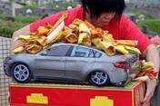 Nhà sử học Dương Trung Quốc: Bỏ tục đốt vàng mã là đúng đắn